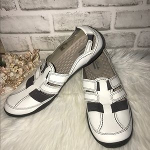 Clarks White Leather Cushioned Slip On Shoes 11